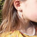 Boucles d'oreilles enfant, coquille Sainte Lucie et pierre semi-précieuse